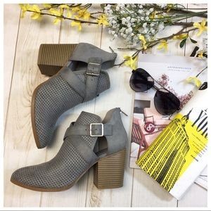 Shoes - Gray buckle bootie